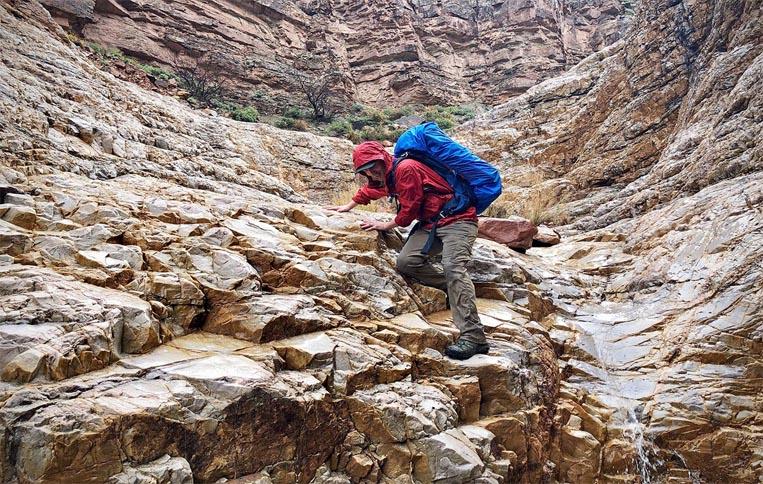 کولهپشتی و کفش کوهنوردی