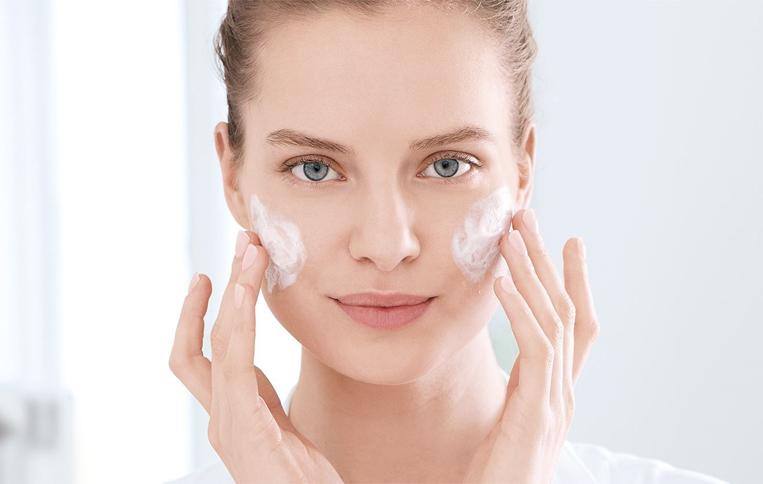 مرطوب کنندهی پوست صورت